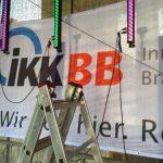 Berliner Firmenlauf Installation der IKK BB Banner